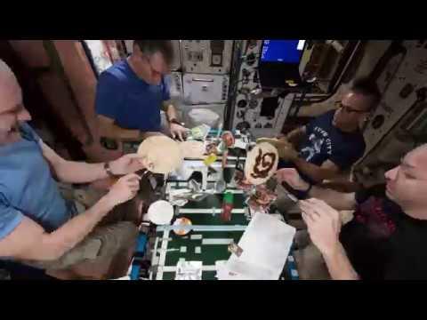 Vliegende pizza in space