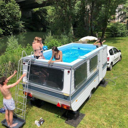 caravan omgebouwd tot zwembad