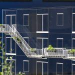 Sociale Balkons om met elkaar in contact te komen