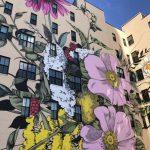 Bloemrijke graffiti in de stad
