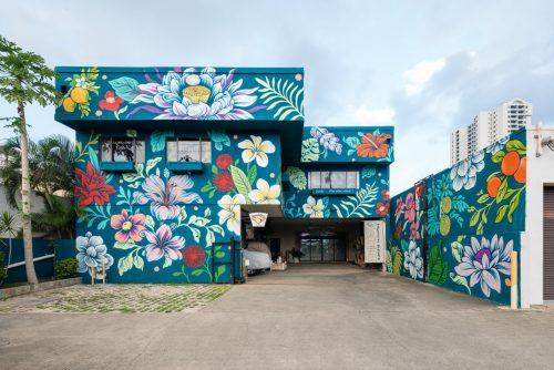 bloemrijke muurschildering