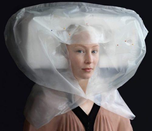 kostuums van verpakkingsmateriaal