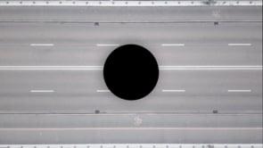 Zwarte cirkel op de snelweg
