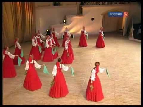 Berezka Ensemble danst 'zwevend' ter ere van het noorderlicht