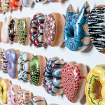 Donuts van keramiek: Kunst of ambacht?