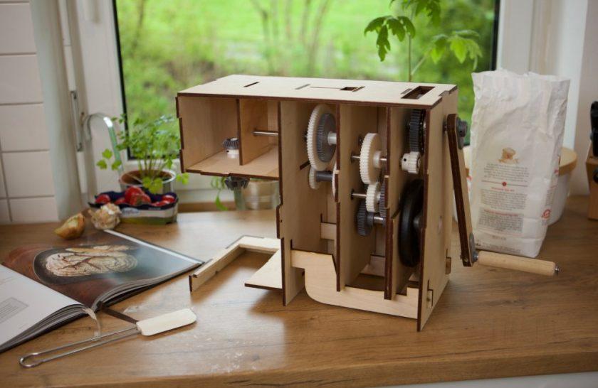 Low tech houten keukenmachine