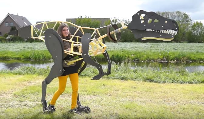 Project Raptor: een mechanisch dinosaurus pak