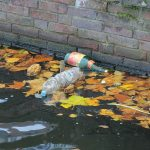 De Bubble Barrier vangt plastic met bellen