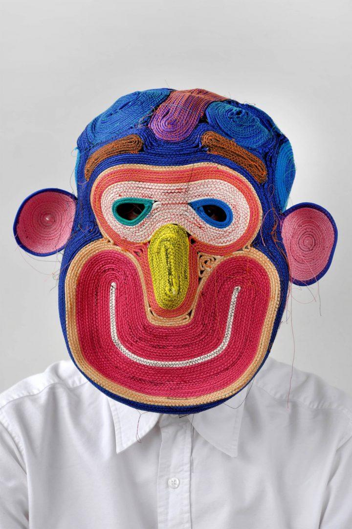 Kleurrijke maskers van touw van Bertjan Pot