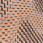 Bakstenen muur metselen tot kunst verheven