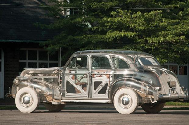 Doorzichtige auto: de Pontiac Ghost Car uit 1939