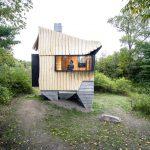 3D hut gebouwd van afgekeurd hout en beton