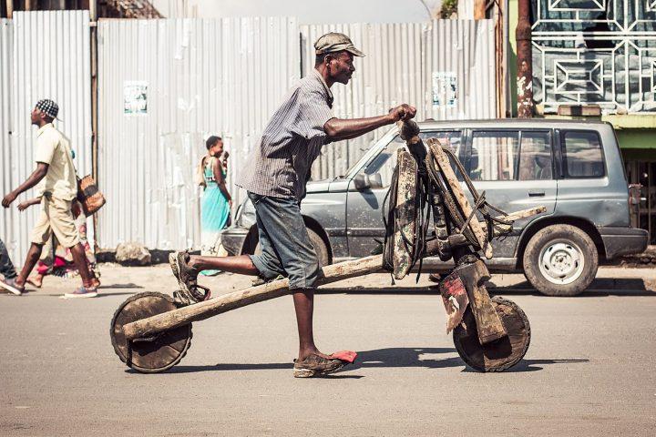 Chukudu: De ruggengraat van het lokale transport in Congo