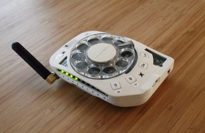 Mobiele telefoon met draaischijf oftewel de Rotary Cellphone